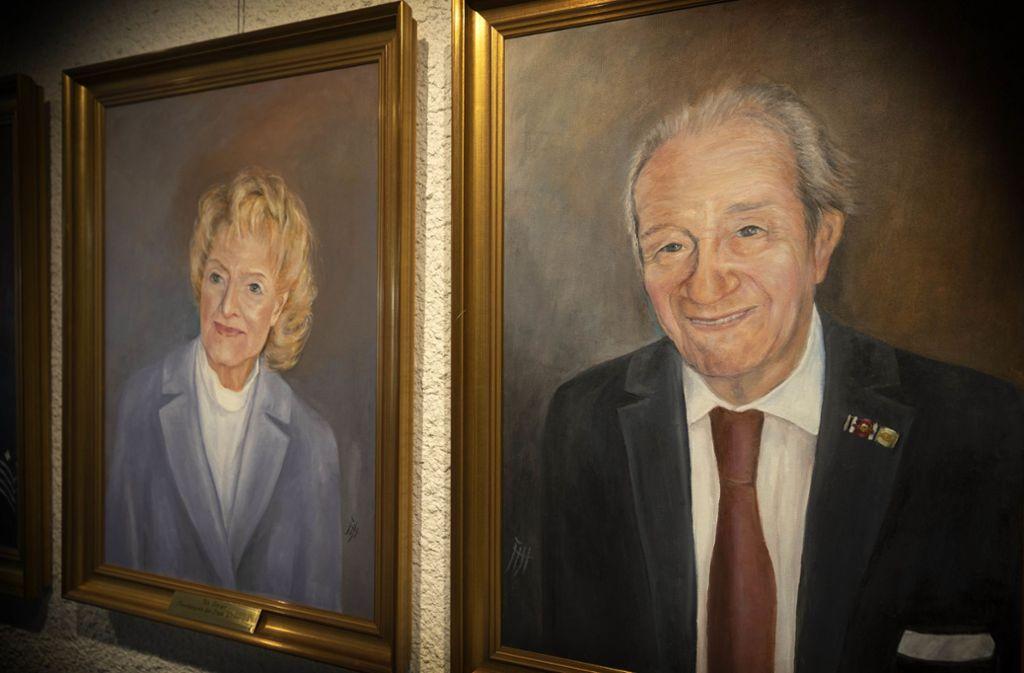 Das Ehepaar Ute und Siegfried Steiger in der Ehrenbürgergalerie. Foto: /Gottfried Stoppel