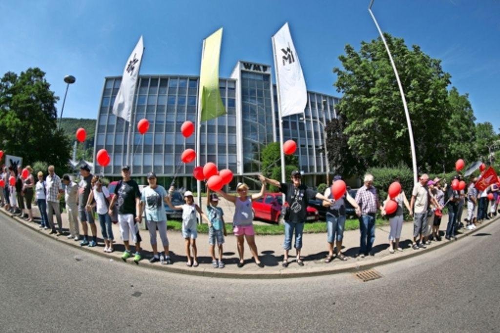 Rund 2500 Menschen umzingeln das Werksgelände der WMF, Foto: Horst Rudel