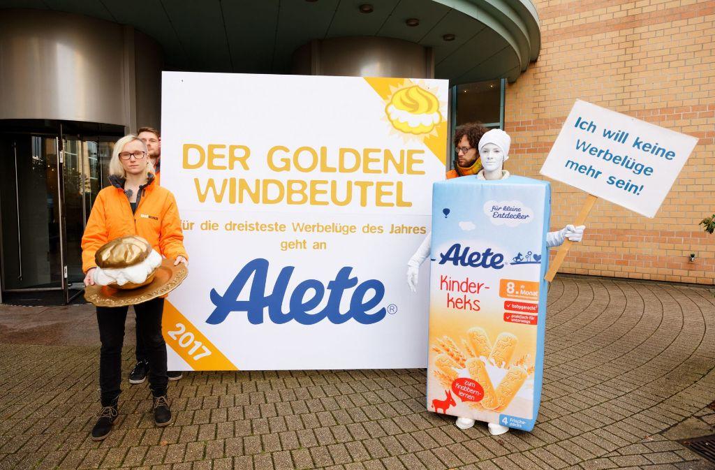 """Alete erhält den Preis für die """"dreisteste Werbelüge des Jahres"""". Foto: foodwatch"""