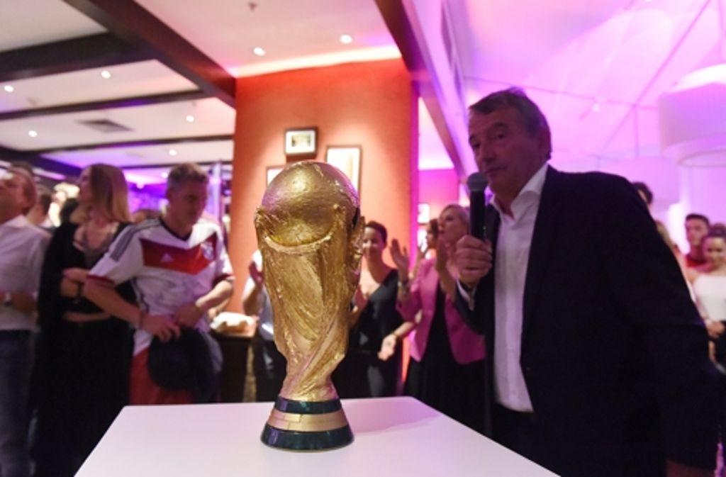 Der DFB-Präsident (links) bejubelt den WM-Triumph in Rio de Janeiro. Foto:Getty Foto: