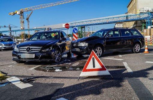 Mercedes und Audi krachen ineinander