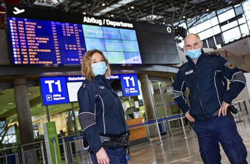 Bundespolizei klärt Reisende am Flughafen auf