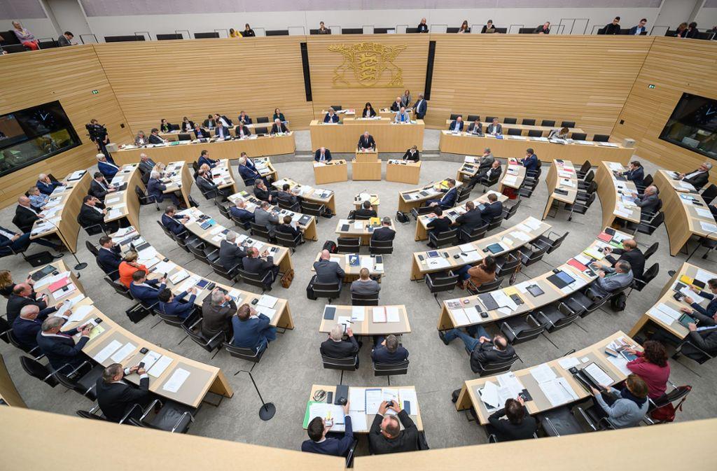 Die 143 Abgeordneten im baden-württembergischen Landtag entscheiden demnächst über ihre Altersversorgung Foto: dpa/Sebastian Gollnow