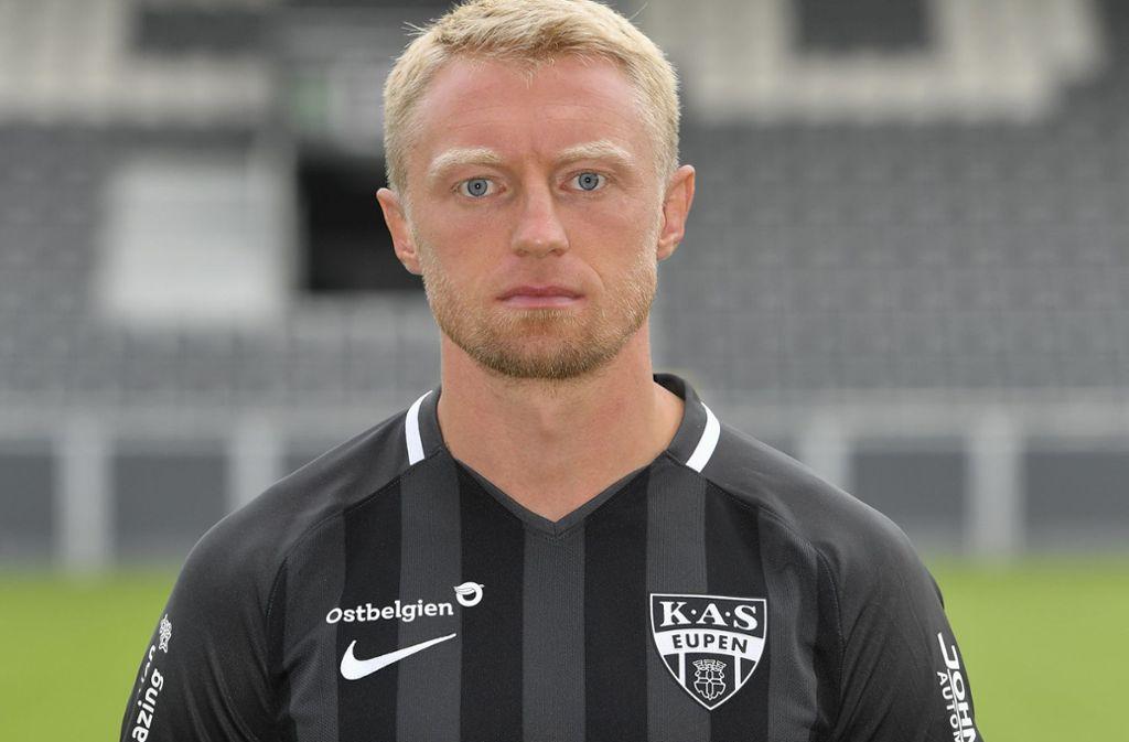 """Auch Routinier Andreas Beck bekam keinen neuen Vertrag beim VfB. Wie Gentner suchte auch er sich einen neuen Verein. Beck spielt nun für den belgischen Club KAS Eupen. Dort ist der Rechtsverteidiger zwar Stammspieler, spielt aber schon wieder gegen den Abstieg. Eupen ist im Moment Vorletzter. """"Wir sind noch in der Findungsphase. Der Umbruch hier war ähnlich groß wie der in Stuttgart"""", sagte Beck vor wenigen Wochen der """"Bild"""".  Foto: dpa"""