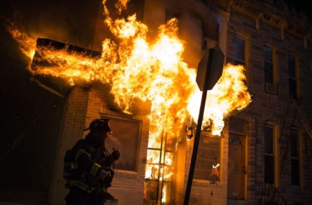 Zahlreiche Gebäude in Baltimore sind in der Nacht auf Dienstag in Flammen aufgegangen. Foto: EPA