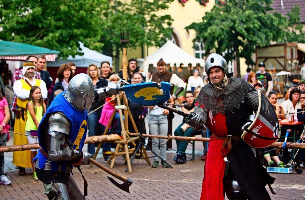 Die Schlegler – hier bei einem Schaukampf zwischen zwei   ihrer Ritter –  bekommen neben der Stadthalle endlich ein Zuhause. Foto: privat