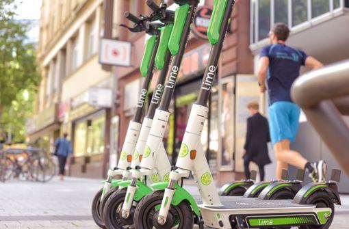 Wild abgestellte E-Scooter verärgern auch die Politiker