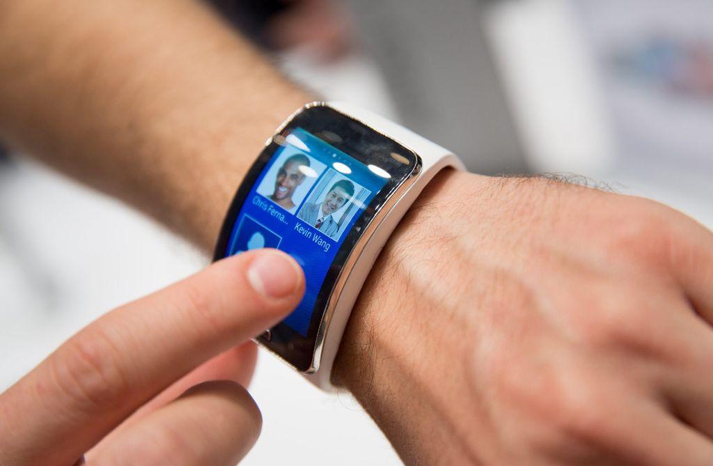 Apple hat mit dem iPhone die Touchscreens salonfähig gemacht - jetzt folgt mit der Smartwatch der nächste Schritt.  Foto: dpa
