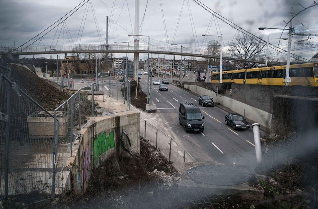 Weil die Vorarbeiten nicht abgeschlossen werden konnten, wird die geplante Vollsperrung der B10 und B14 in Stuttgart verschoben. Foto: Lichtgut/Max Kovalenko