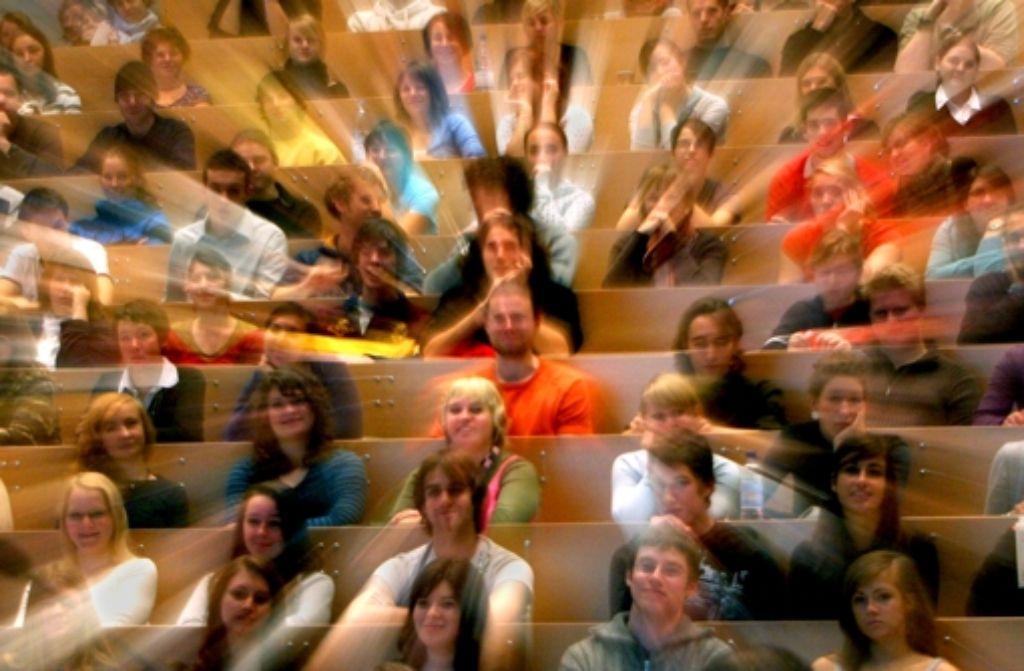 Immer mehr junge Leute beginnen ein Studium. Doch die Hochschulen sind für  so viele Studierende nicht ausgerüstet – weder finanziell noch  bei der Infrastruktur. Foto: dpa