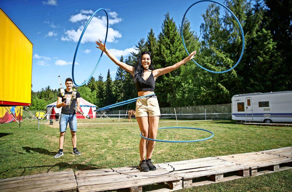 André und Michelle Köllner trainieren täglich, obgleich unklar ist, wann sie wieder vor Publikum auftreten. Ihrem Circus Montreal fehlt die Perspektive. Foto: Gottfried Stoppel