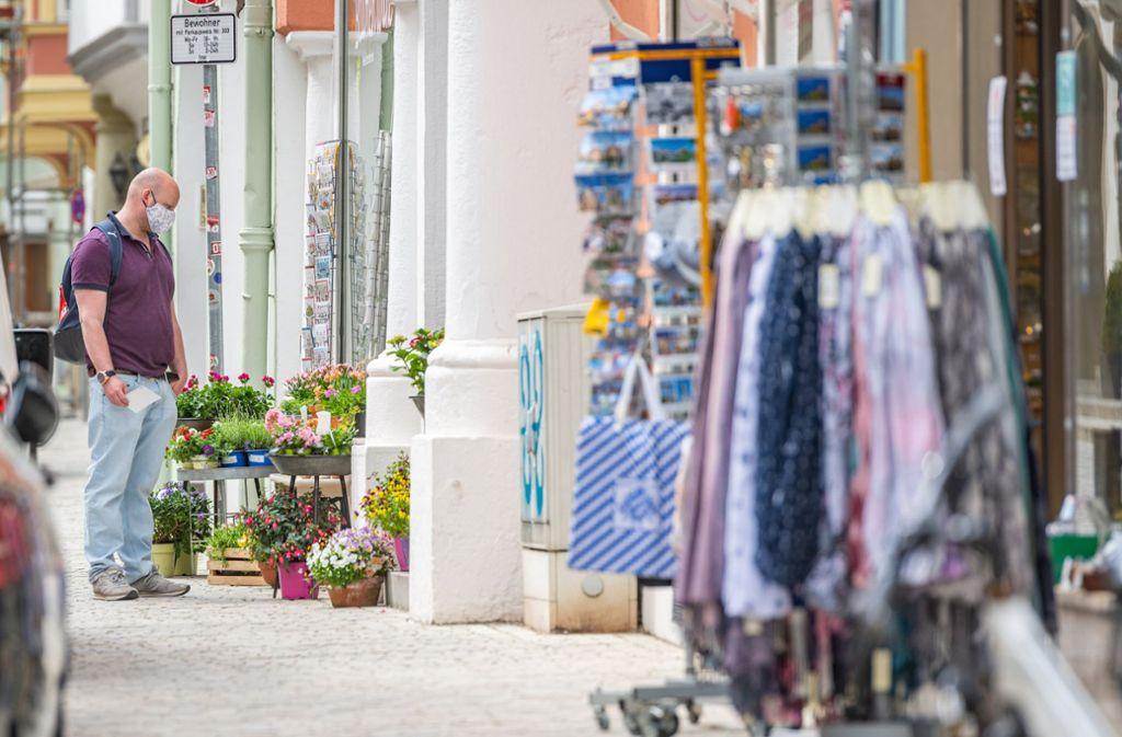 Geschäfte mit einer Verkaufsfläche von bis zu 800 Quadratmetern dürfen  öffnen. Bayerns höchstes Verwaltungsgericht sieht das als verfassungswidrig an Foto: dpa/Armin Weigel