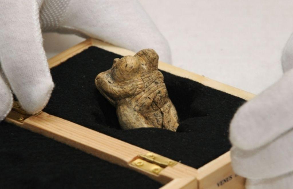 Welche Bedeutung hatte diese Venusfigur mit großen Brüsten (gefunden in einer Höhle auf der Schwäbischen Alb) für die Menschen der Steinzeit? Und mit welcher wissenschaftlichen Methode lässt sich diese Frage zuverlässig beantworten? Foto: dpa