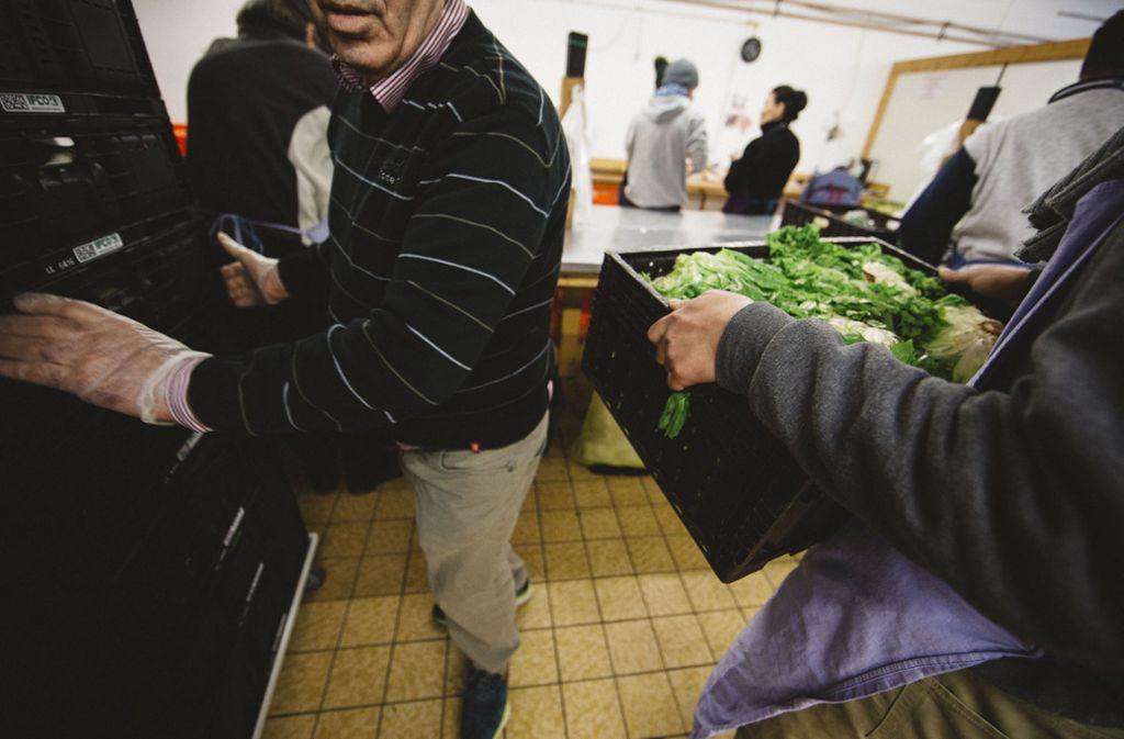 In den Tafelläden können Menschen Ware  zu niedrigen Preisen kaufen, die ansonsten entsorgt werden würde. Foto: /Leif Piechowski