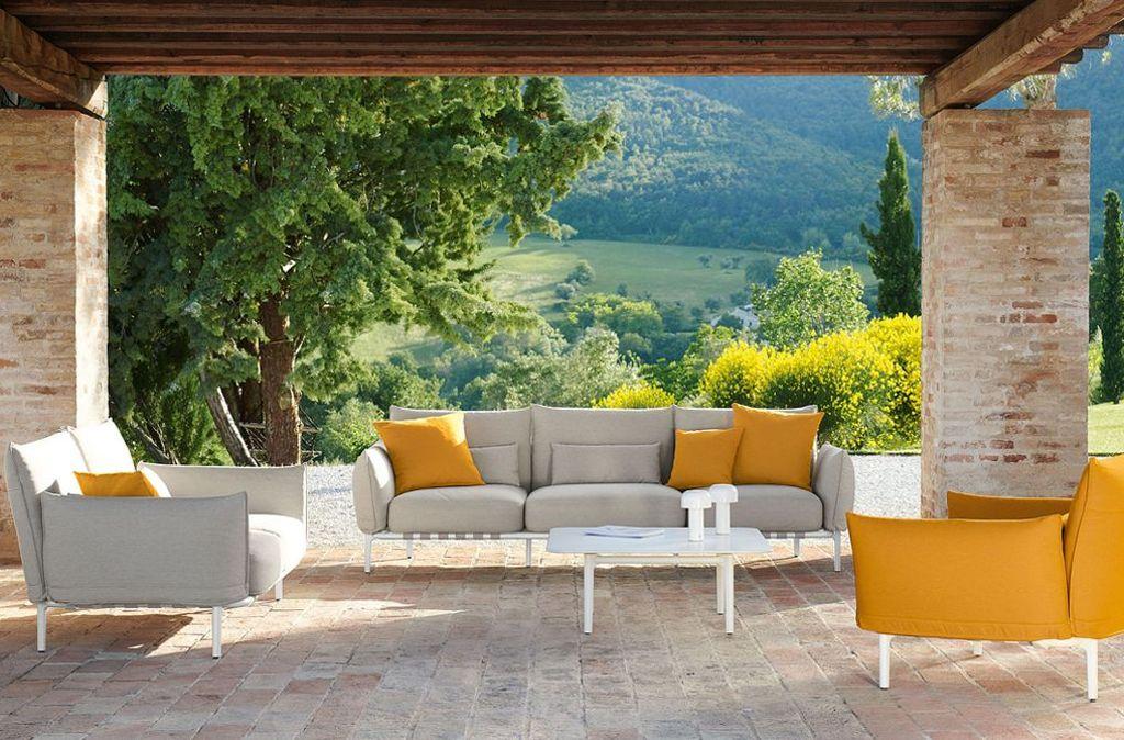 Top 1: Loungemöbel für die TerrasseNeu: Mit Brea schufen die Designer Edward Barber und Jay Osgery für Dedon eine Polsterkollektion, die genauso bequem ist wie die Sessel, Sofas und Daybeds unserer Wohnzimmer. Die Polster bieten höchsten Sitzkomfort und sind mit wasserabweisenden Stoffen der Textilfirma Kvadrat bezogen. Foto: Dedon/Brea