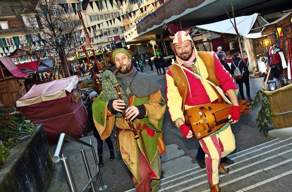 Das mittelalterlich gewandete Volk  lockt auch immer mehr Gäste aus Indien und Südamerika in die Esslinger Altstadt. Foto: Horst Rudel