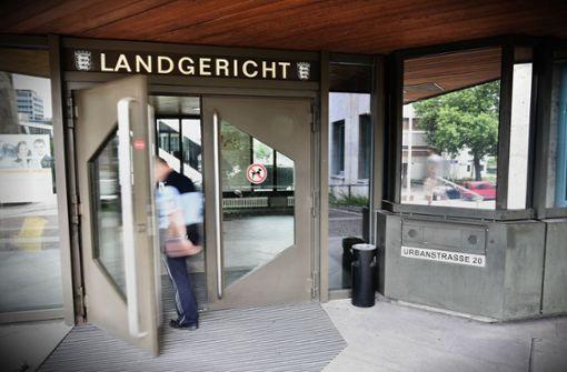 Am Landgericht Stuttgart fliegen Handschellen