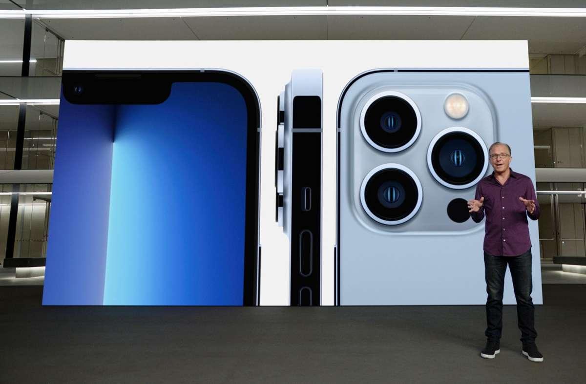 Apple-Marketingchef Greg Joswiak präsentiert am Dienstag, den 14. September, in einer aufgezeichneten Online-Übertragung das neue iPhone 13 Pro. Foto: AFP/NICHOLAS KAMM