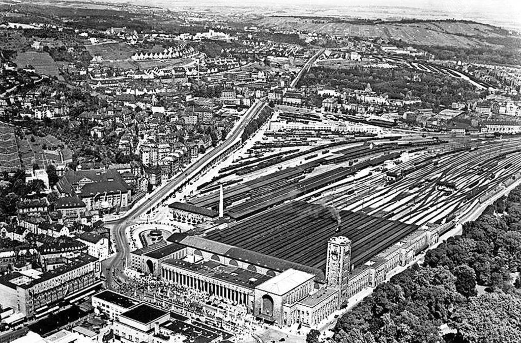 Das Luftbild von 1933 mit Hauptbahnhof und Güterbahnhof hat im Facebook-Forum des Stuttgart-Albums für Begeisterung und hitzige Debatten gesorgt. Foto: Stadtmedienzentrum