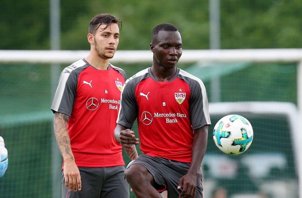 Sie müssen sich im Moment mit der Ersatzbank begnügen und im Training beweisen: Anastasios Donis (li.) und Chadrac Akolo Foto: Pressefoto Baumann