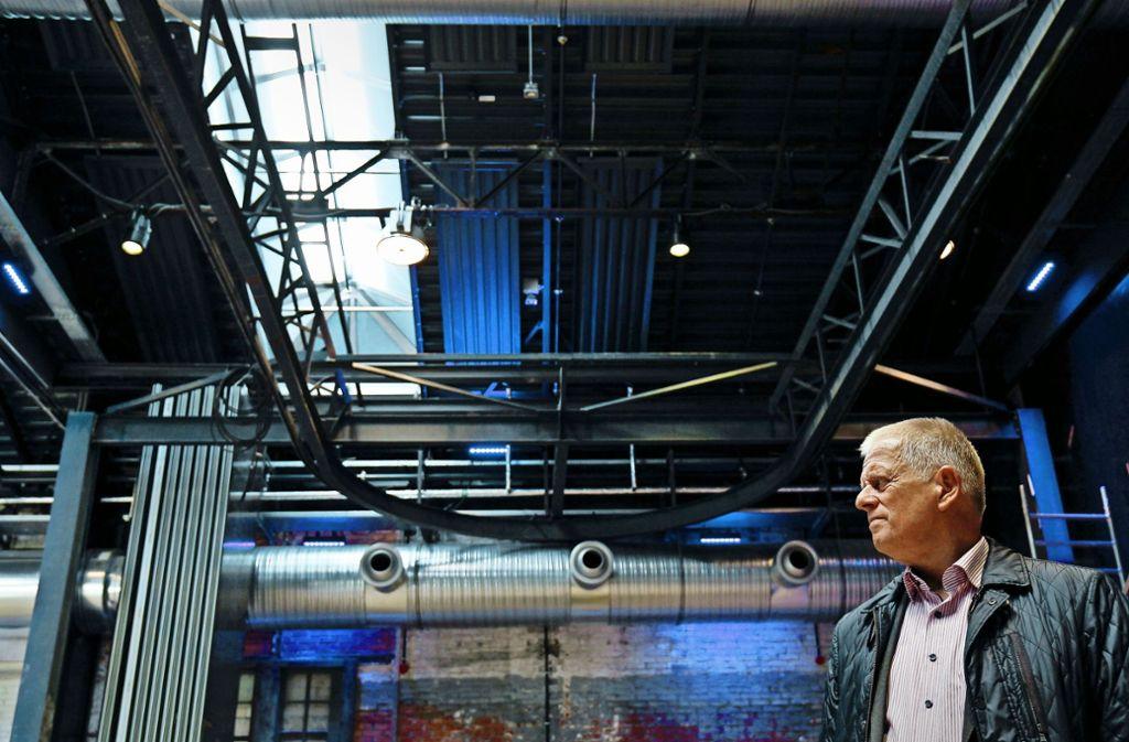 Die Wagenhallen in neuem Glanz: OB Fritz Kuhn (rechts) beim Rundgang durch die sanierten Räume. Foto: Lichtgut/Leif Piechowski