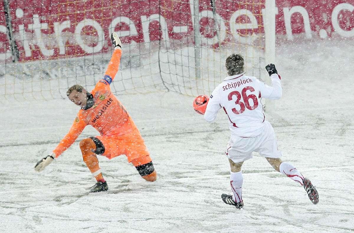 Sven Schipplock (rechts) erzielte die zwischenzeitliche Führung für den VfB Stuttgart in Bern. Foto: Pressefoto Baumann/Alexander Keppler