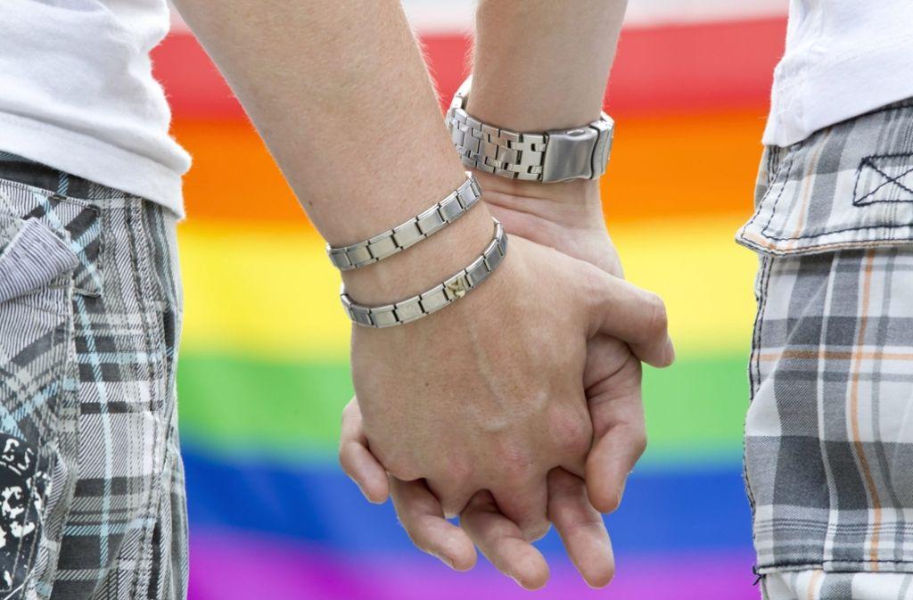 Gleichgeschlechtliche Paare dürfen künftig gemeinsam vor den Altar treten. Foto: dpa