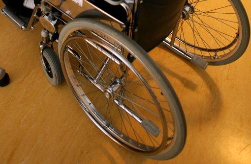 Jugendliche rauben Rollstuhlfahrer aus