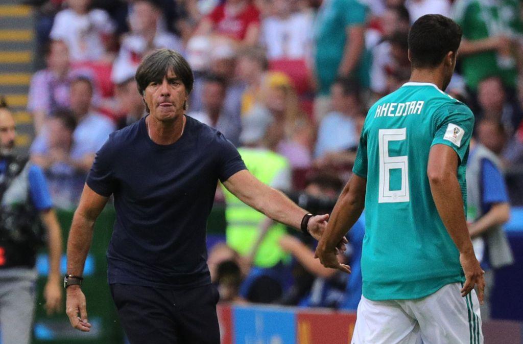 Joachim Löw (links) hat den Ex-VfB-Spieler Sami Khedira nicht in den DFB-Kader berufen. Foto: dpa