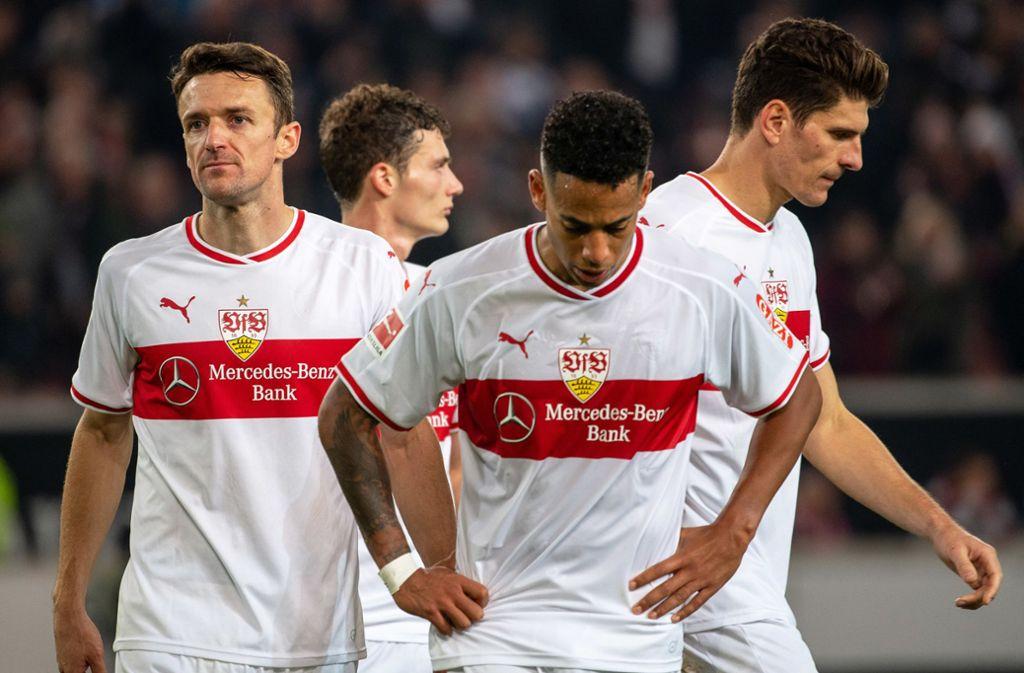 Dennis Aogo (2.v.r.) trug noch in der vergangenen Saison das Trikot des VfB Stuttgart. Foto: picture alliance/dpa