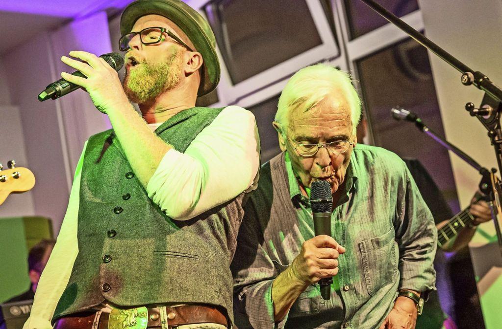 Singen Heiko Volz (links) und Volker Lang alias Äffle  &  Pferdle bald eine Stuttgart-Hymne? Foto: Lichtgut/Julian Rettig