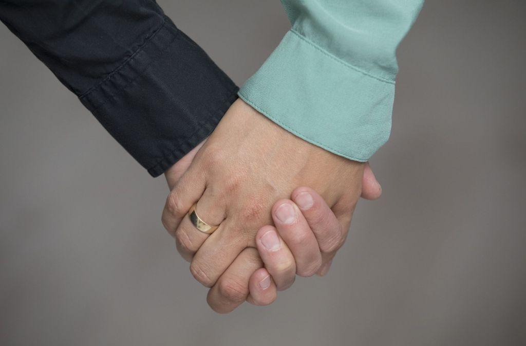 Am Freitag wurde das Gesetz zur Öffnung der Ehe für Homosexuelle im Bundesgesetzblatt verkündet. Am 1. Oktober tritt es in Kraft. Foto: dpa