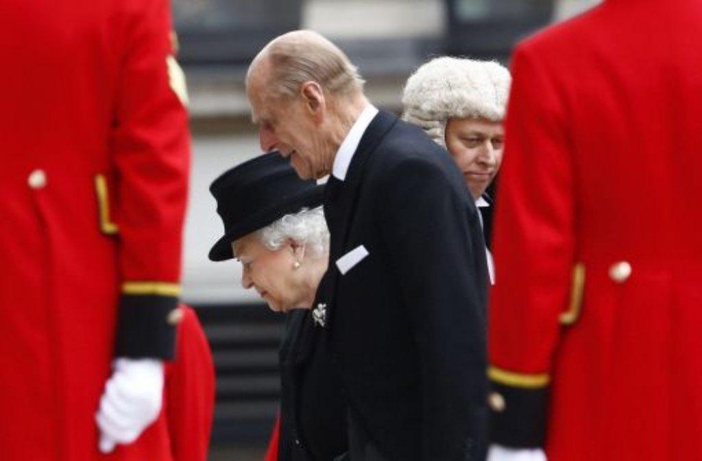 Mit großem Zeremoniell und militärischen Ehren hat Großbritannien seiner früheren Premierministerin die letzte Ehre erwiesen. Unter den Trauergästen waren auch die Queen und Prinz Philip. Foto: dpa