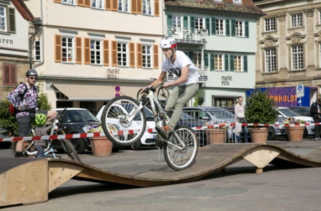 Auf dem Pumptrack zeigt jeder Mountainbiker gern, was er kann. Foto: Horst Rudel
