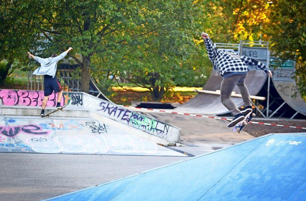 Höhenflüge erleben die Jugendlichen im Sindelfinger Skaterpark. Martin Stanek (links) und Marco Fuchs Foto: factum/Granville