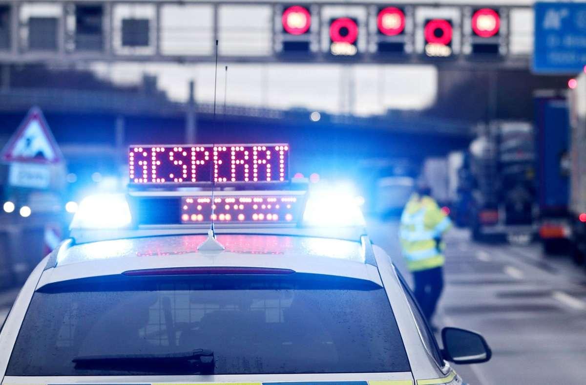 Auf der A8 ereignete sich ein Unfall mit zwei Schwerverletzten (Symbolbild). Foto: dpa/David Young