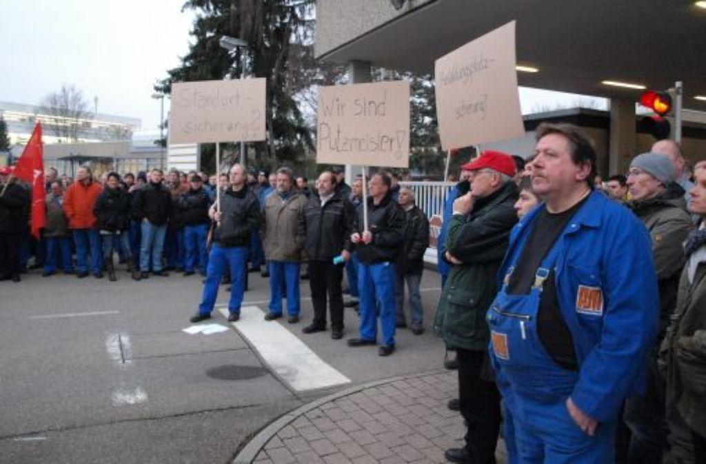 Nach Bekanntwerden der Verkaufspläne demonstrieren die Mitarbeiter in Aichtal. Quelle: Unbekannt