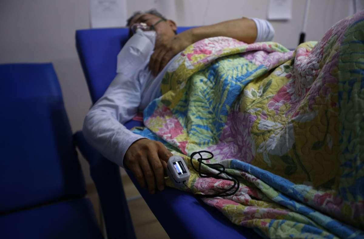 Eine Coronapatientin in der besonders schwer betroffene Region Manaus. Foto: dpa/Lucas Silva