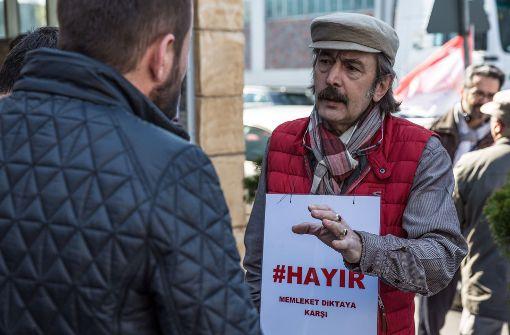 Türken machen in Stuttgart gegen Referendum mobil