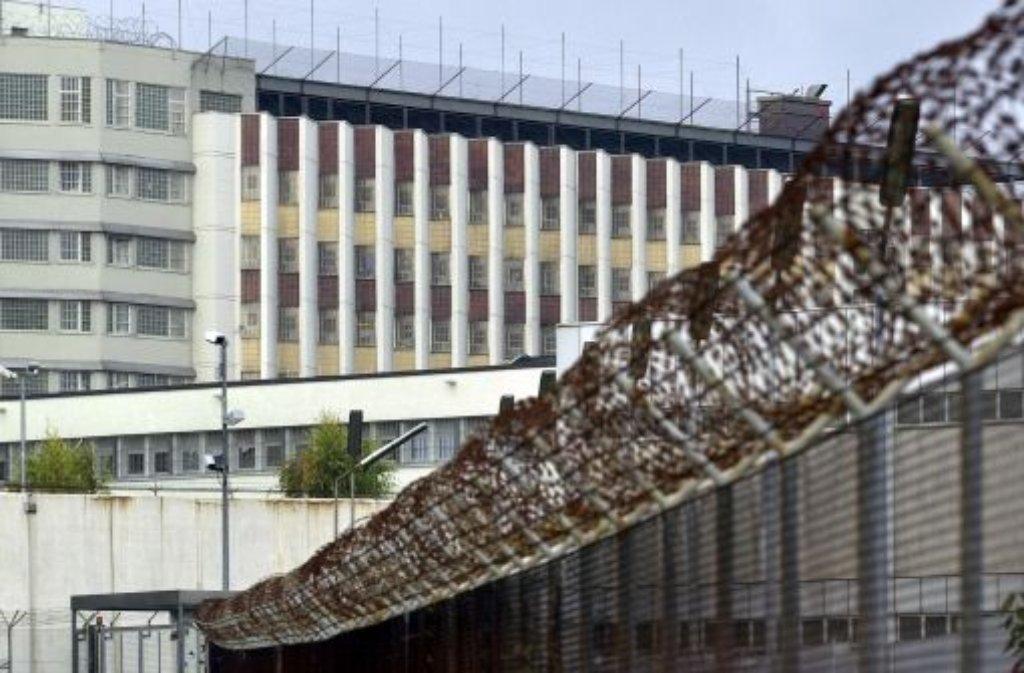 Rund 30 Jahre nach den Aufsehen erregenden Stammheim-Prozessen gegen die RAF-Terroristen soll das Hochhaus abgerissen werden. Foto: dpa
