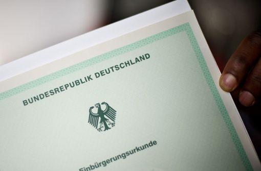 300 Neubürger sind den Pass wieder los