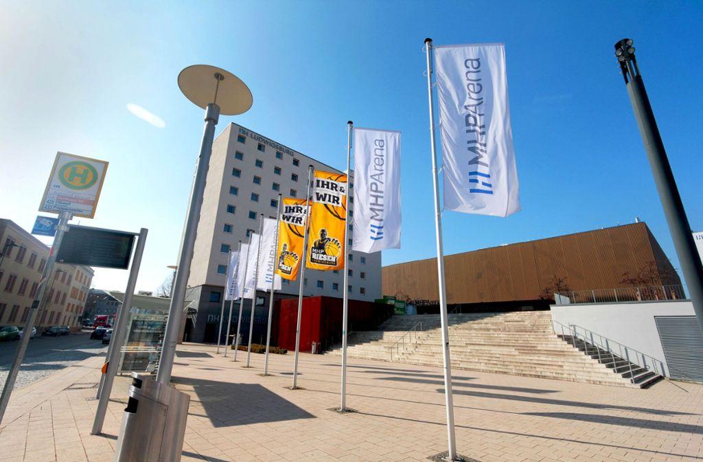 In und vor der MHP-Arena wurde am Donnerstag randaliert. Foto: factum/Granville