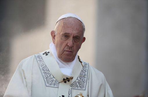 Papst bleibt im Aufzug stecken