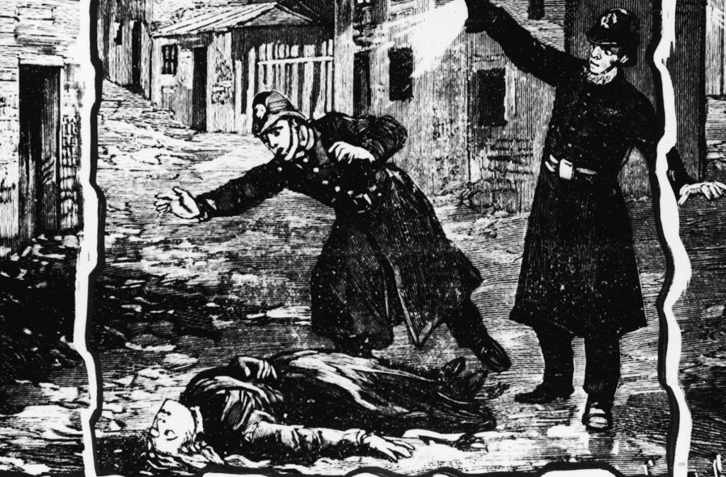 Polizisten finden am 30. September 1888 gegen 1.44 Uhr im Londoner Stadtteil Whitechapel die Leiche von  Catherine Eddowes. das dritte Opfer von Jack the Ripper. Foto: Hulton Archive/Getty Images
