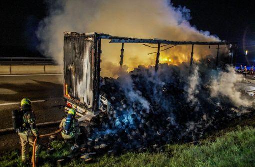 Schwerer Lkw-Brand sorgt für Verkehrschaos