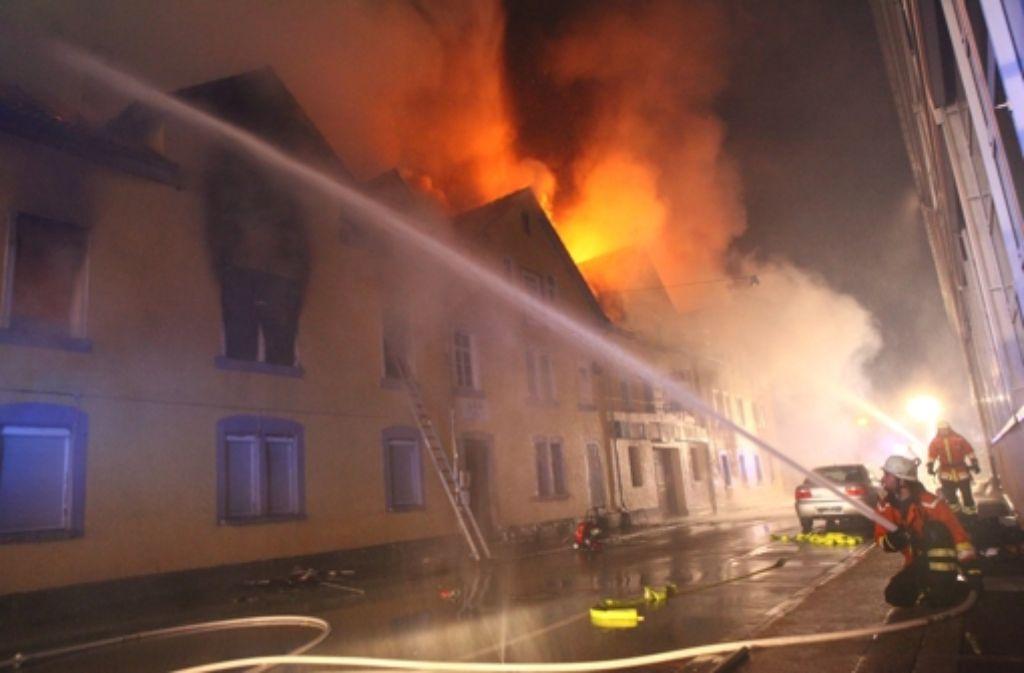 Bei dem Feuer in einem Wohnhaus in Backnang kamen acht Menschen ums Leben. Foto: dpa