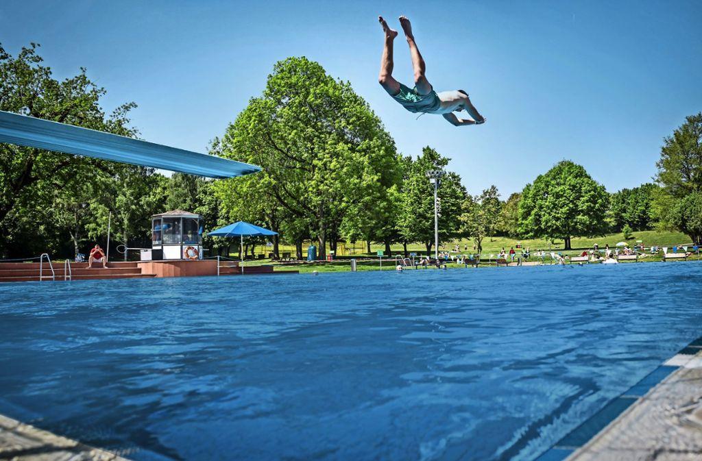 Schwimmbecken – hier das Freibad Möhringen – dürfen nicht unbeaufsichtigt sein. Foto: Lichtgut/Julian Rettig