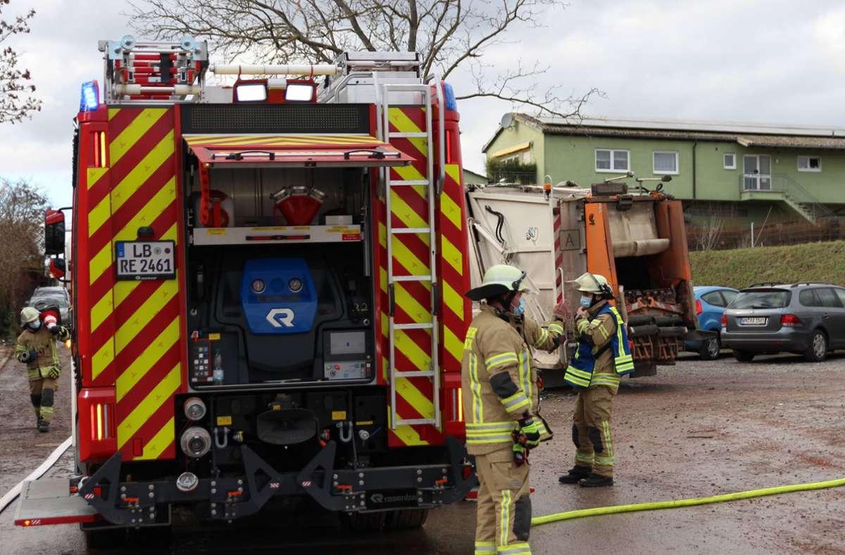 Feuerwehreinsatz in Remseck: In einem Müllauto hatte  Papier Feuer gefangen. Foto: 7aktuell.de/Mehmet Okatan/7aktuell.de   Mehmet Okatan