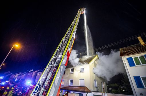 Bewohnerin stirbt bei Wohnungsbrand in Mehrfamilienhaus