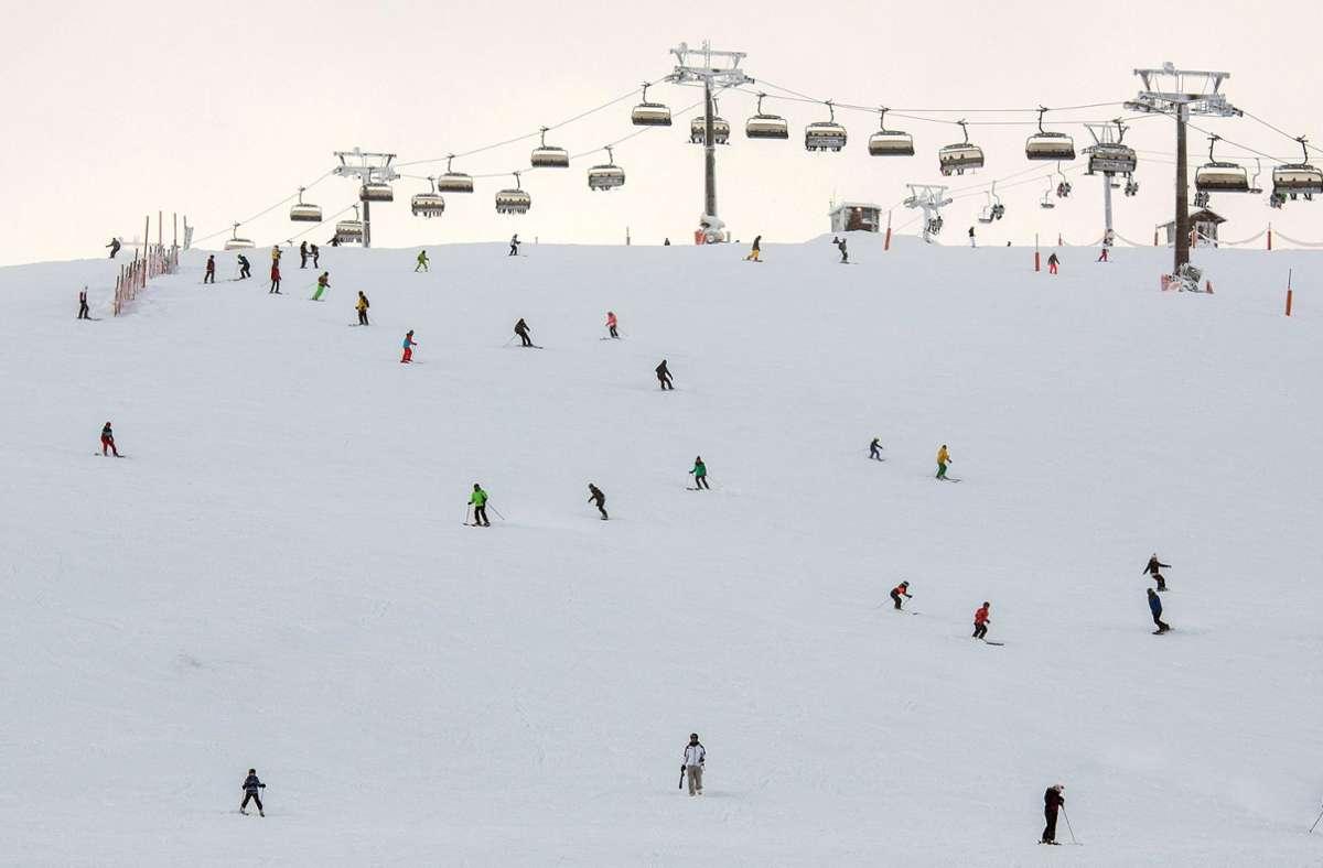 Unter besonderen Bedingungen bereiten sich die Länder auf die neue Skisaison vor. Foto: dpa/Silas Stein